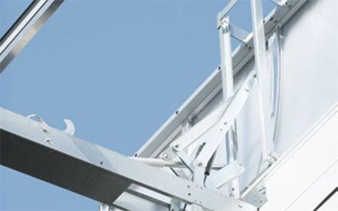 Öppningssystem för takljuskupol med dubbelöppning